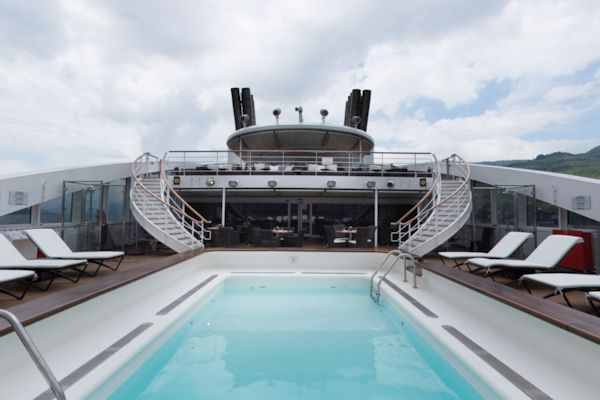 Deck 6 - Swimming Pool