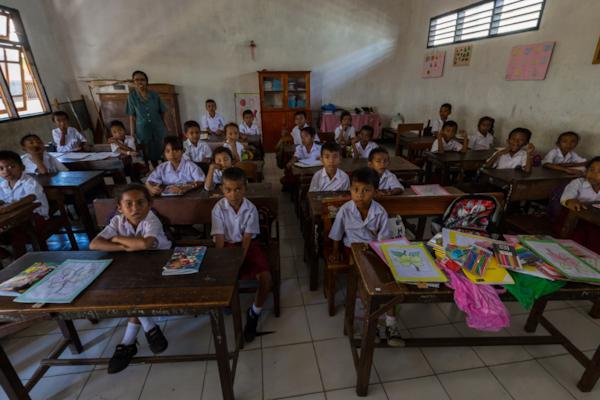 Larantuka Classroom Visit