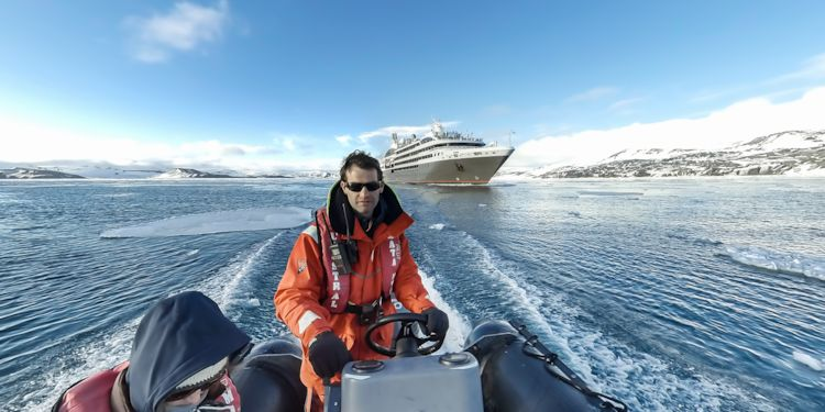 Preceding L'Austral as she heads for the open sea