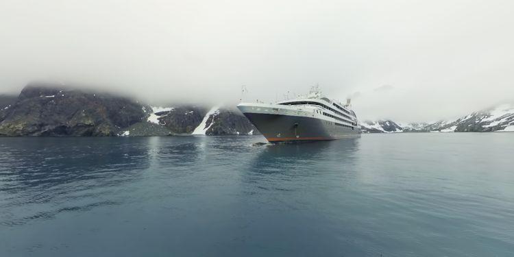 L'Austral at anchor