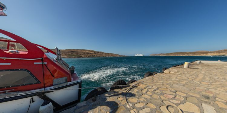 Tender landing on Delos