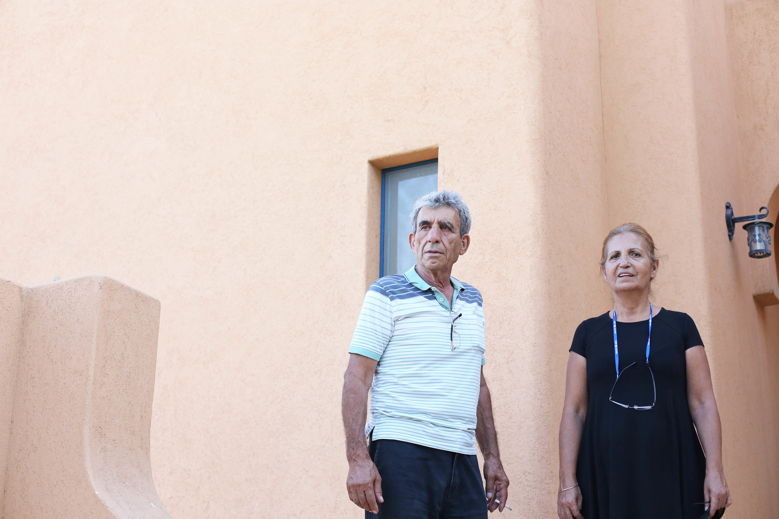 a quick snap of Roey's parents in front of Yinnon's house.