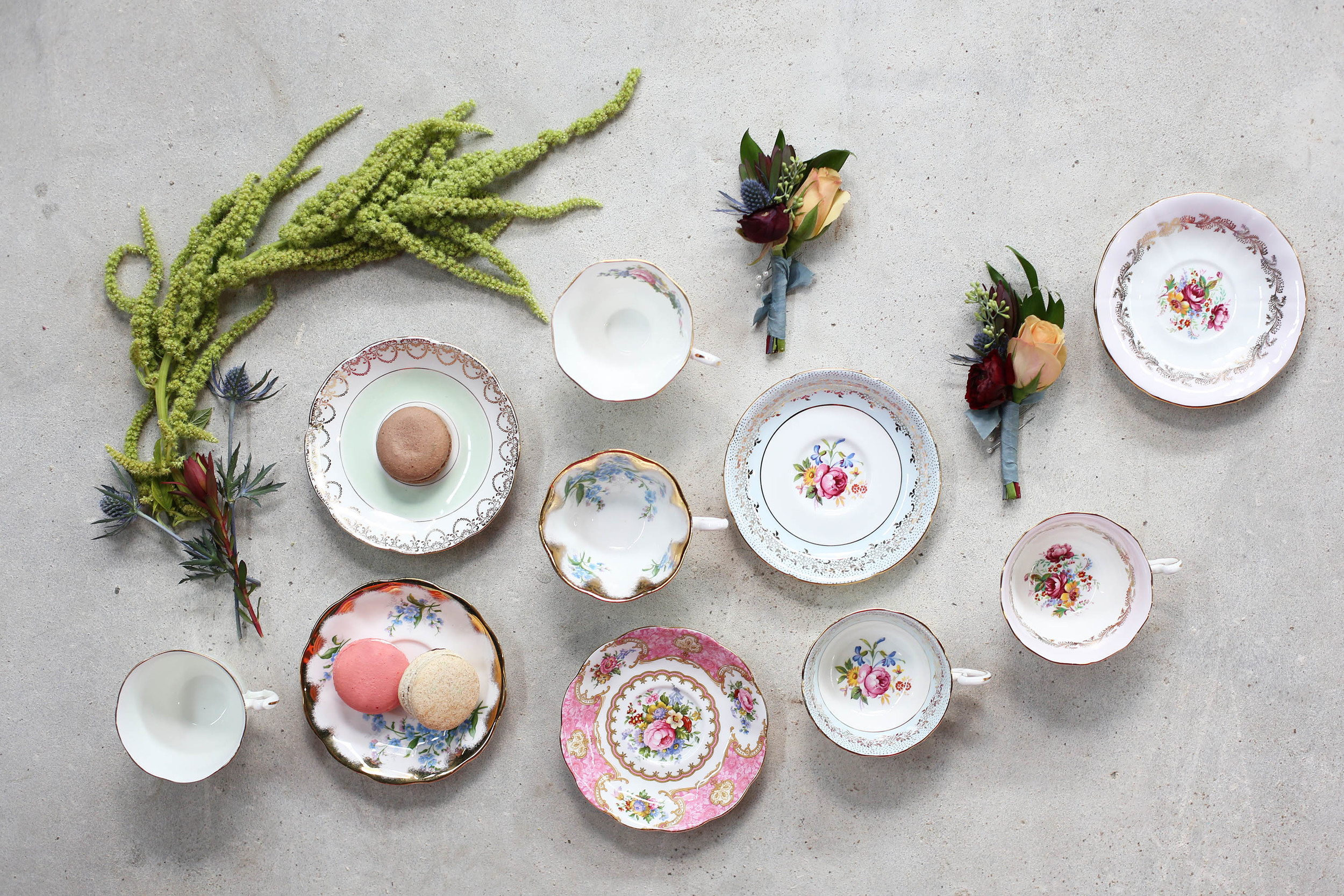 Plates from Whimsical Rose, Macarons from Amélie's and Flowers by Jimmy Blooms