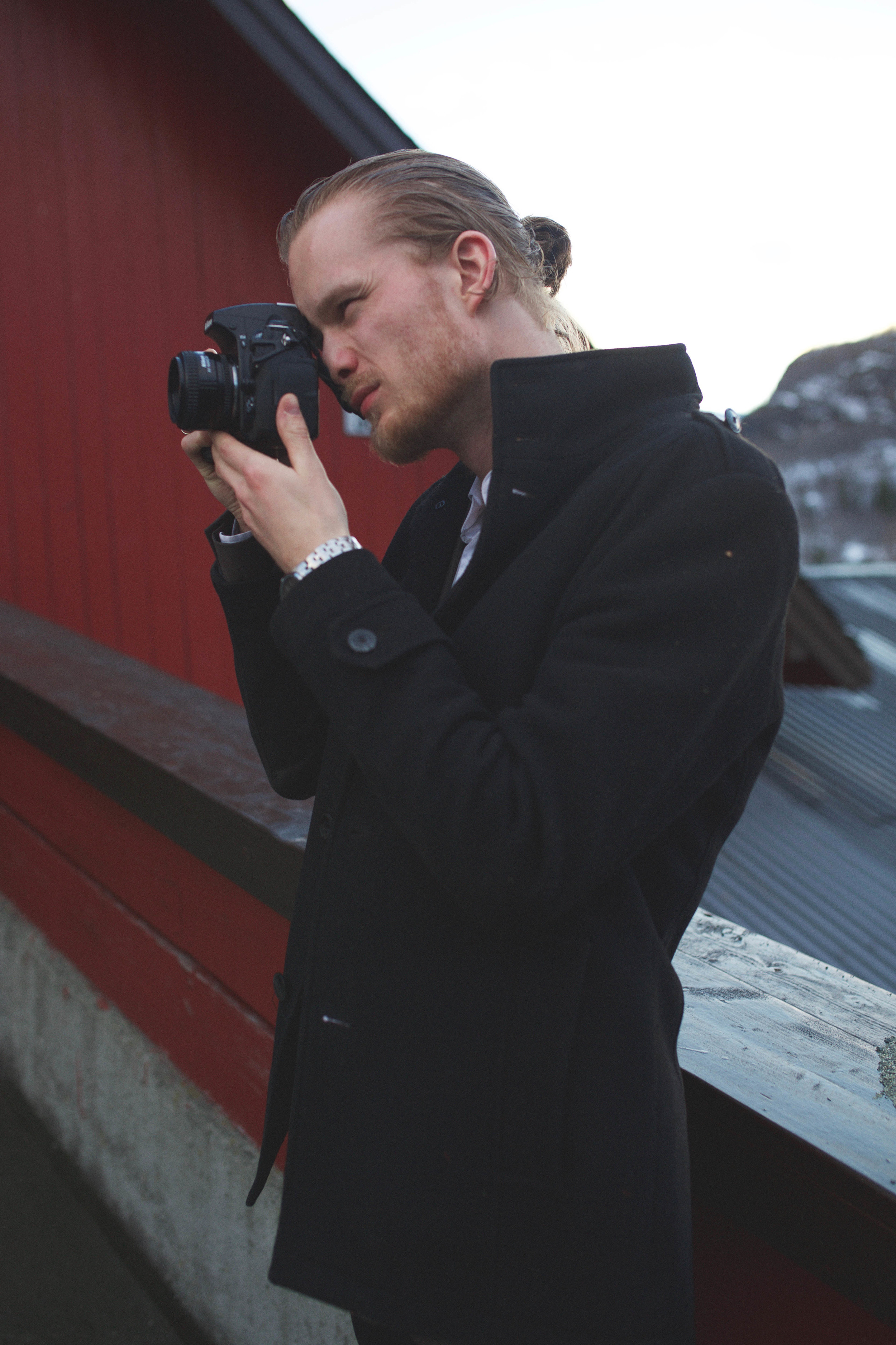 May I introduce you to Jon and his Nikon. ;)