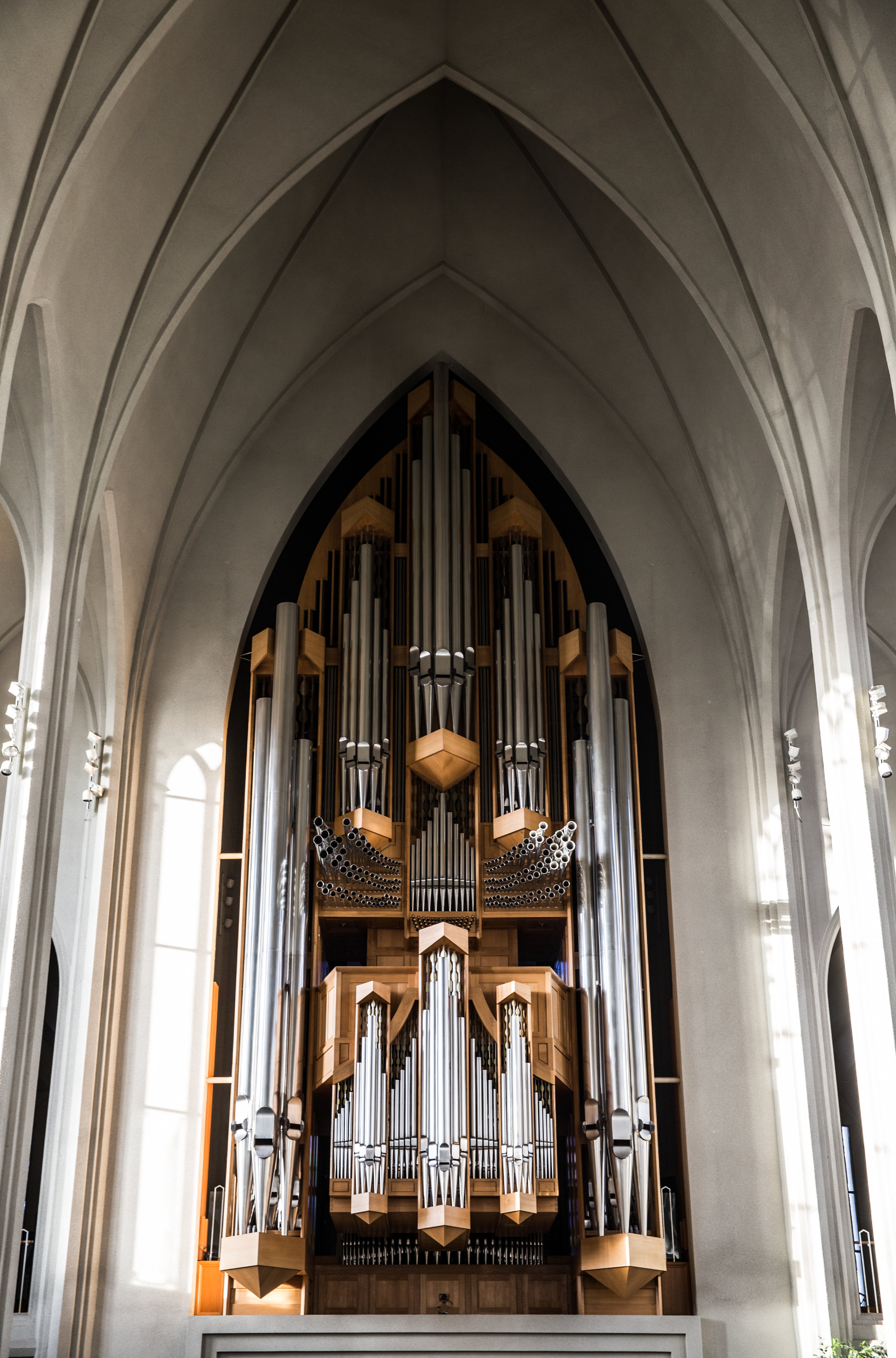 German organ builder Johannes Klais of Bonn was choosen to bring his talents to Iceland. With 102 ranks, 72 stops, and 5275 pipes, it is 15 meters tall and weighs in at 25 tons. Construction of it was finished in 1992.