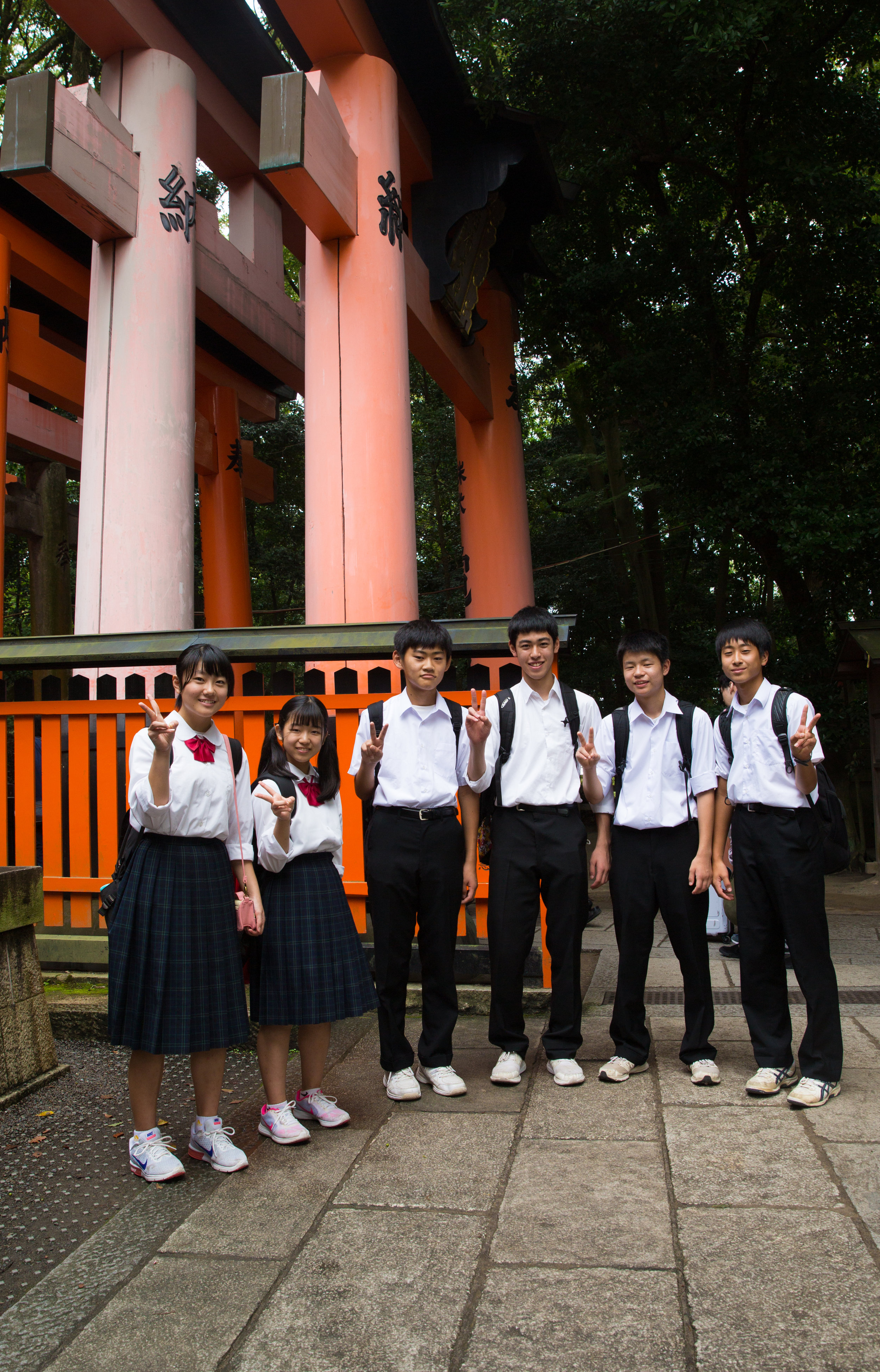 A group of kids on school trip exchanged their questions about our visit to Japan for a photo. Wish you all the best!