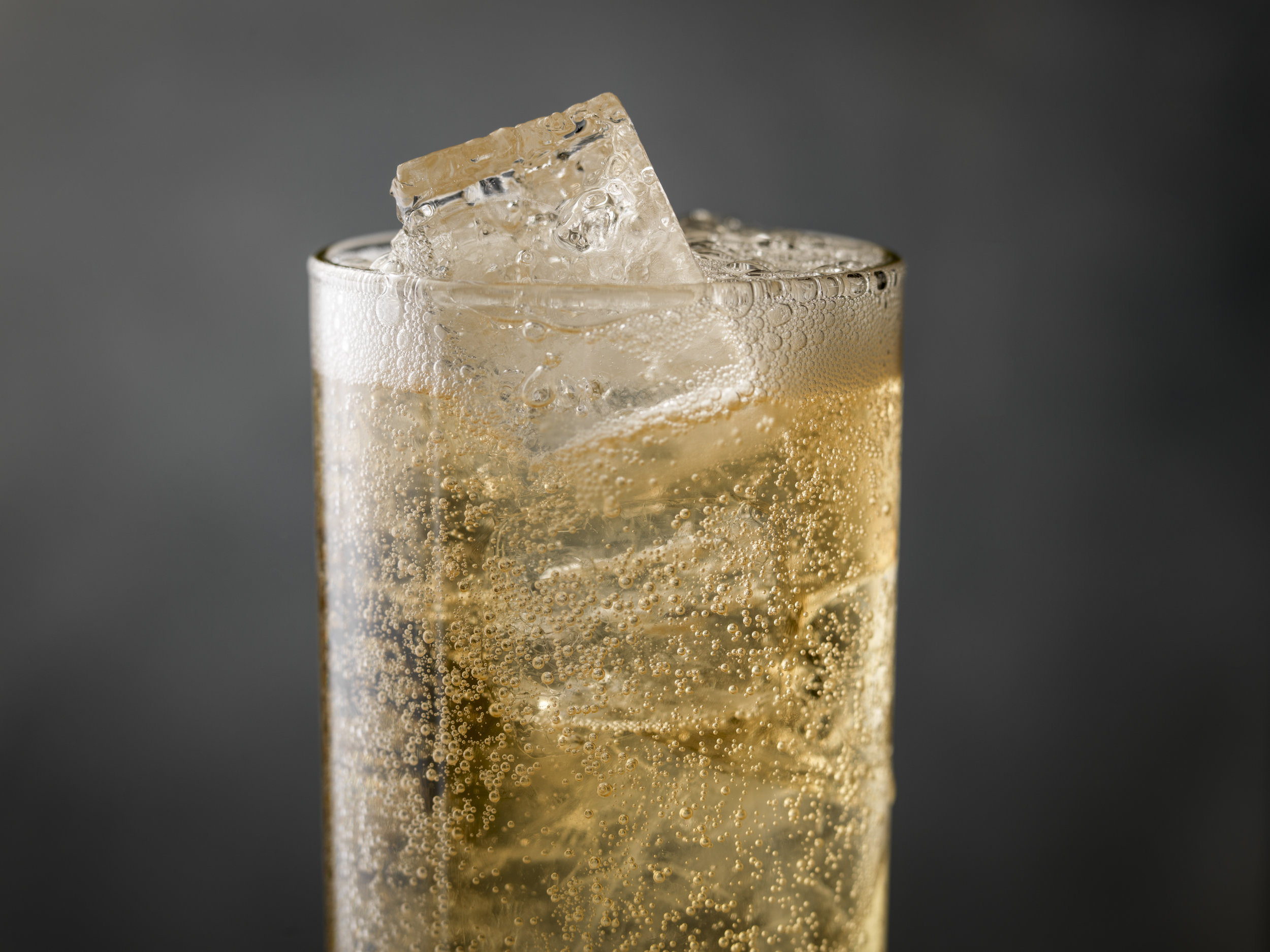 cocktail_tonic_close_up_0623.jpg