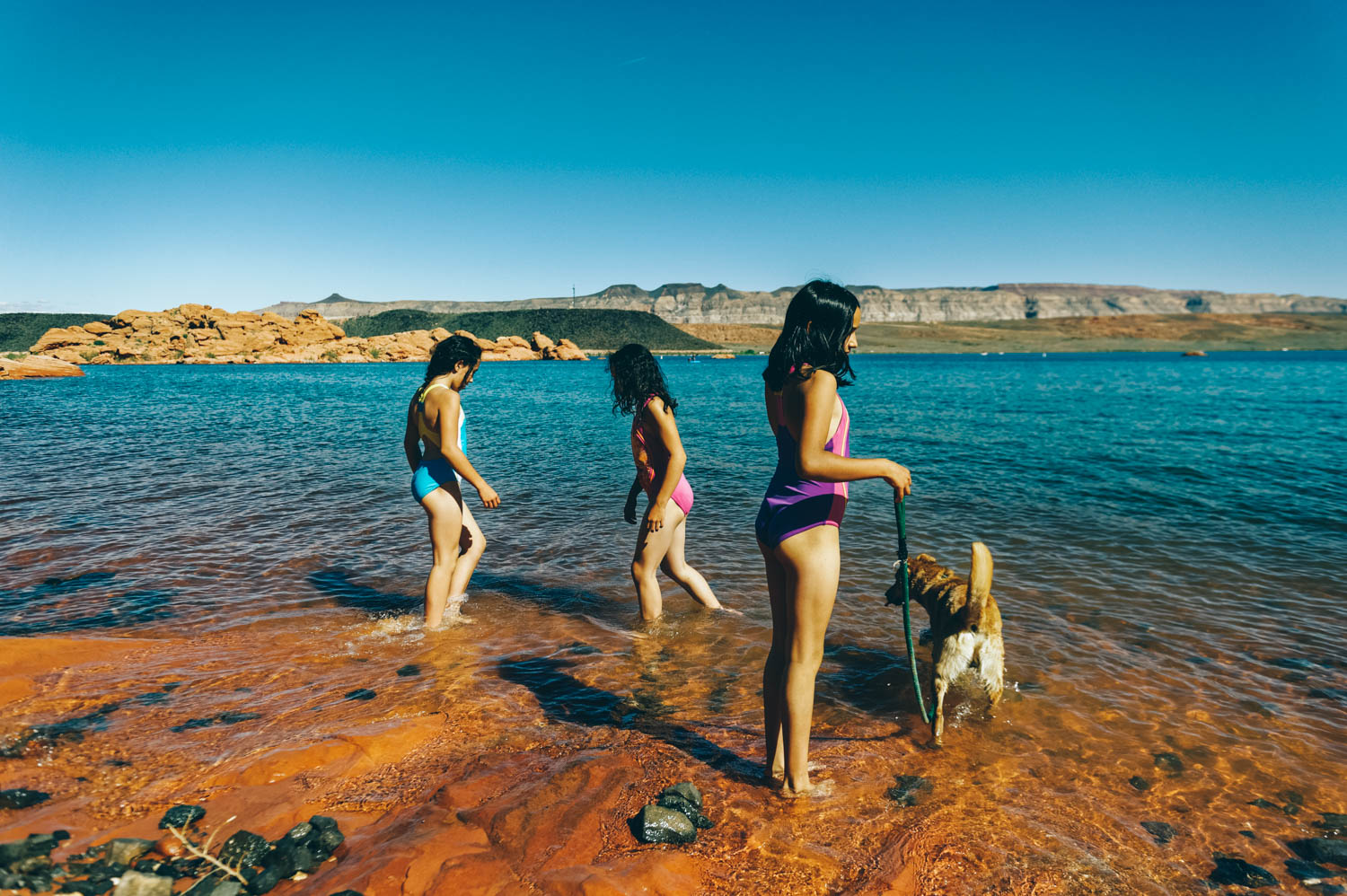 We spent the first night at Las Vegas Bay Campground and the second one at Sand Hollow State Park, near St. George. We were so happy to swim in this beautiful (and freezing cold) water, surrounded by red rock cliffs and black volcanic rocks.