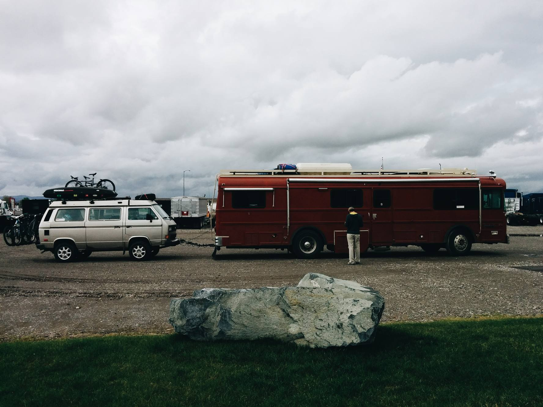 They brought the bus in at noon on Sunday and we were out by 5 pm! We were so happy!! We truly had no idea how long it would take them to fix the problem. Historically speaking, when the bus got in a garage for a problem, it got out 10 days later... So we were brainstorming possible sleeping arrangement. The weather was rainy and cold and as much as we love camping in the Westy, it didn't sound very appealing. However, we were right by the Lewis and Clark Caverns State Park and would have probably stayed  there for a few nights. However, we found out later that the caverns are not open before May 1st, so we'll have to be back!