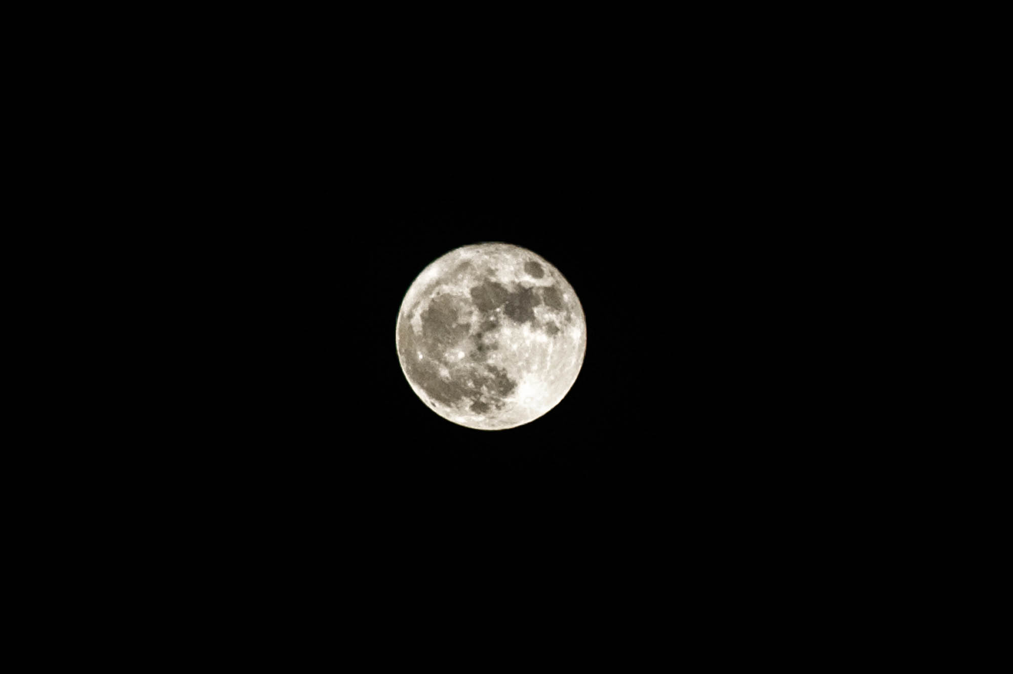 The supermoon seen from our camping spot by the crag.