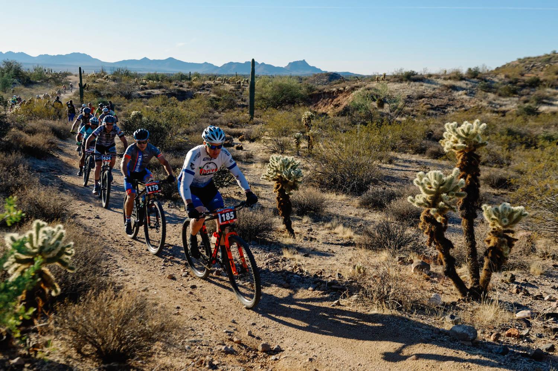 Jason leading the pack of Intermediate Single Speeders.