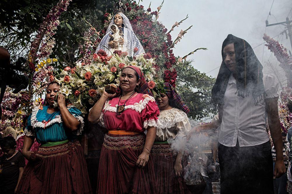 Yo No Dia A Luz    Photographs by Nadia Shira Cohen