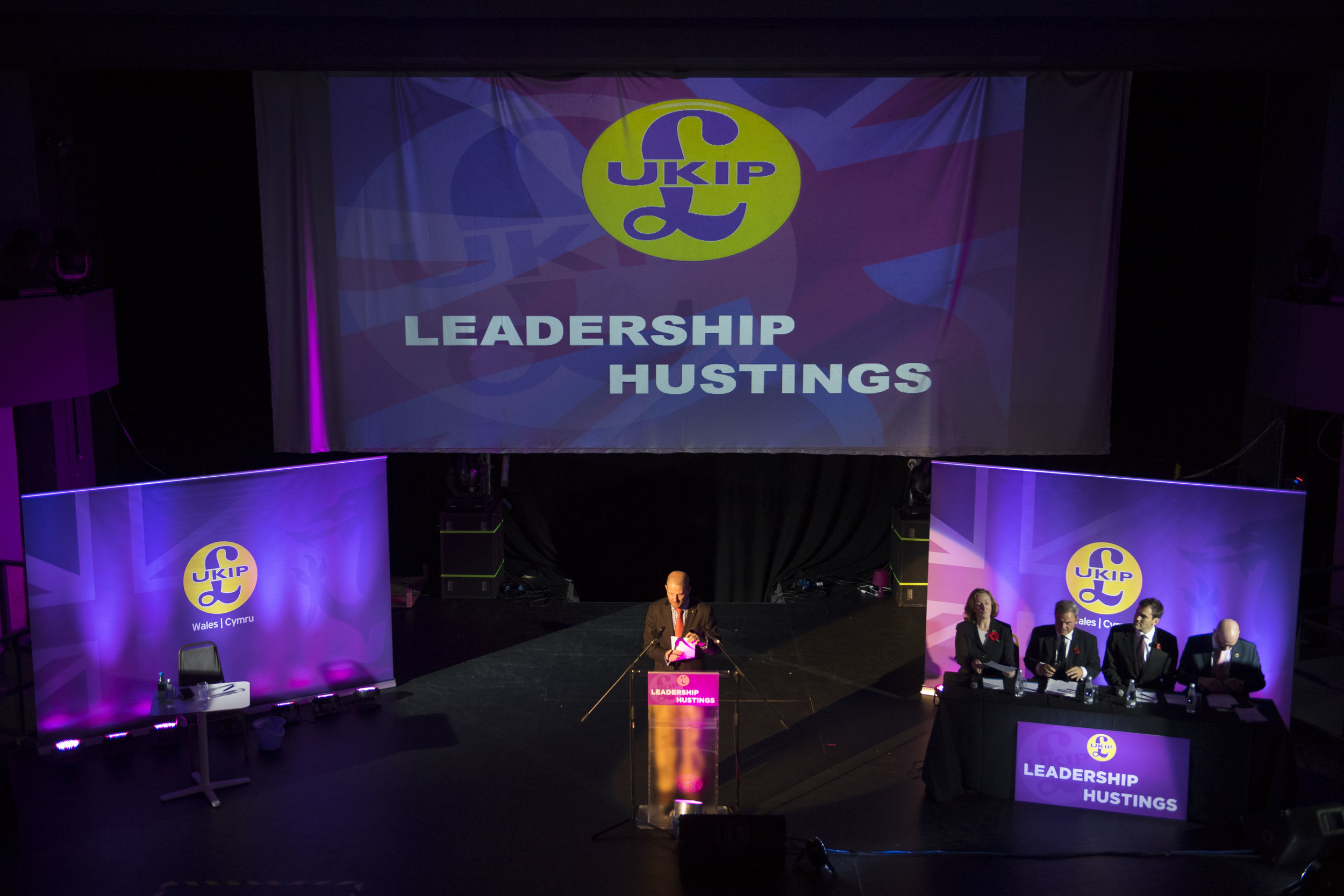 680524213MH032_UKIP_Hold_Th