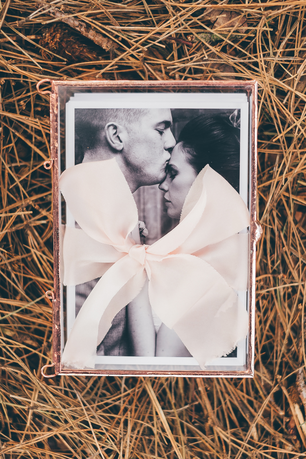 Forget the weddi  ng album! Cute vintage photobox by Howard's Photo
