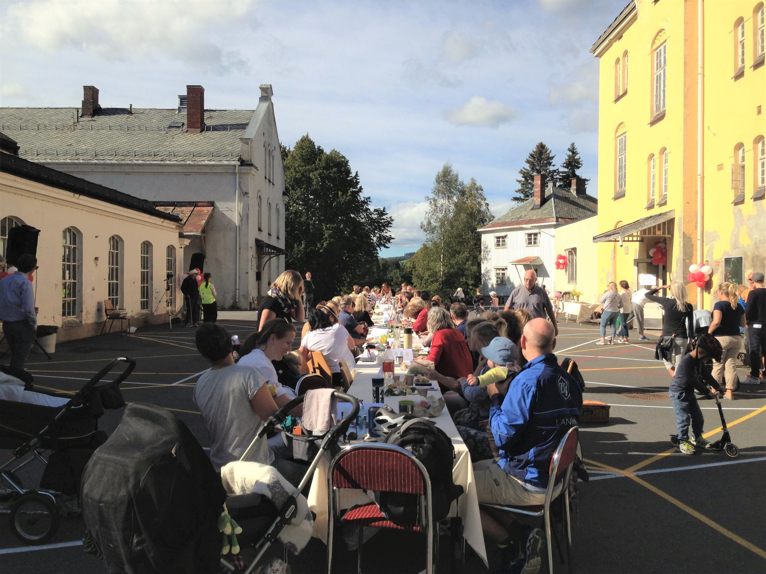 The asphalt became an urban floor serving as an arena for local community events. Photo: Miia-Liina Tommila