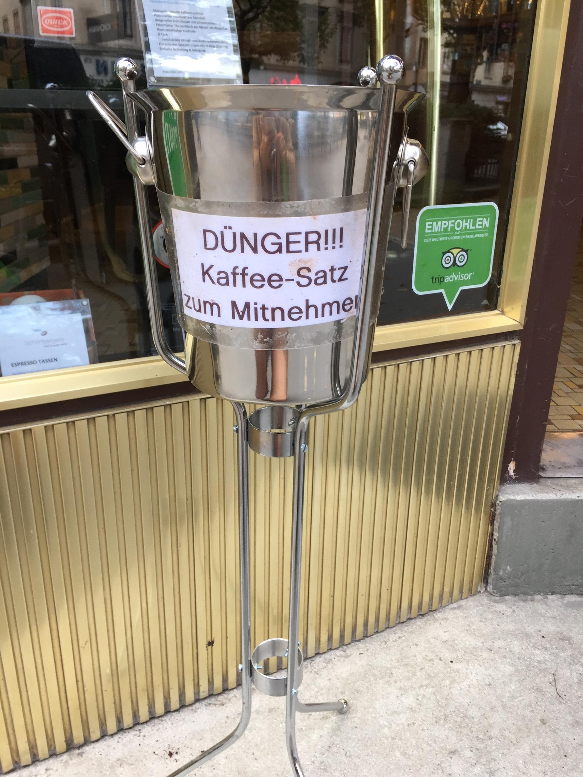 Schönbergers Gratis Kaffeesatz zum Mitnehmen.JPG