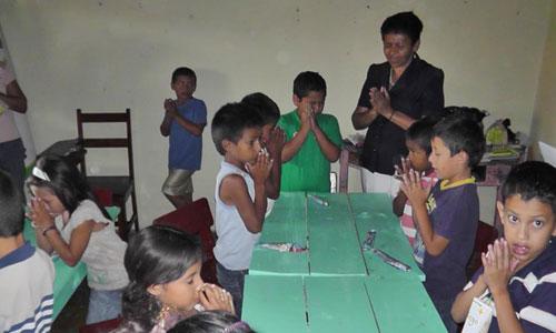 2013-Zell-kids-praying.jpg