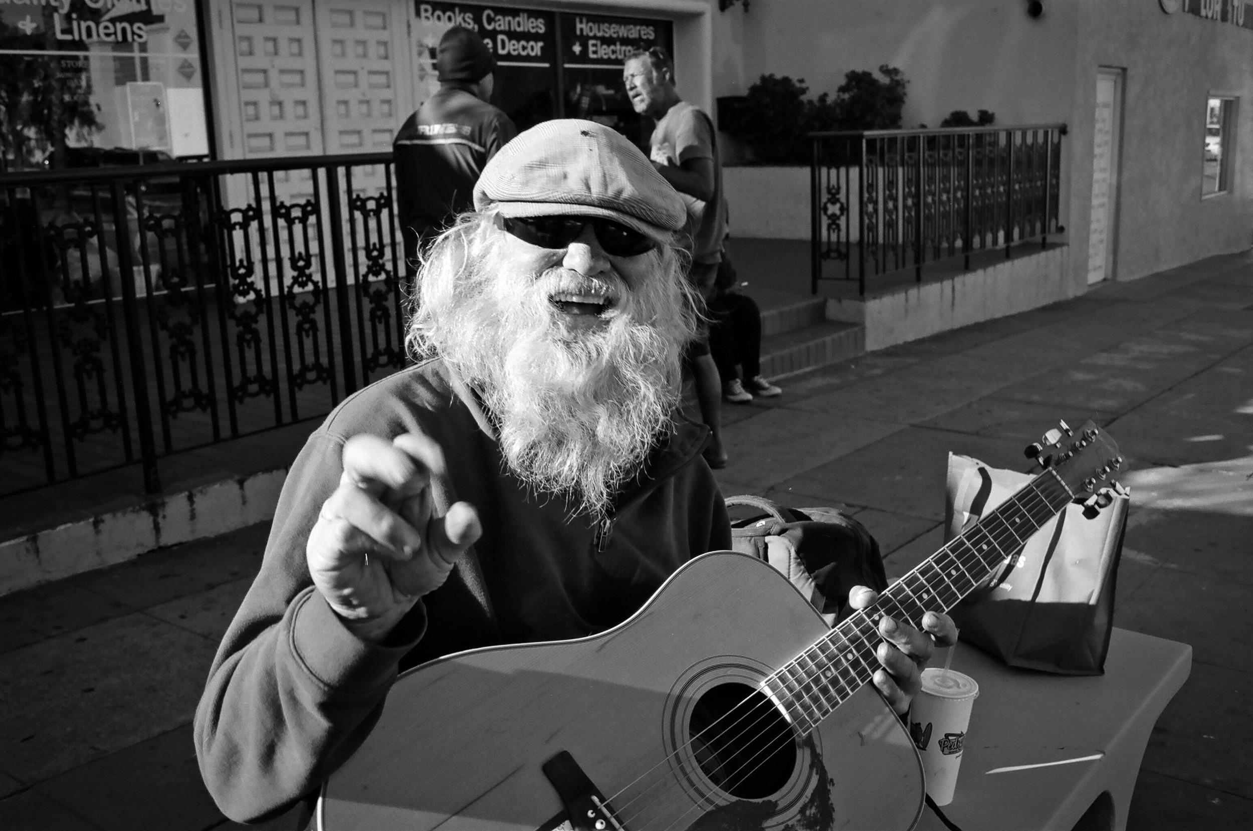 san-clemente-guitar-man-street-photography