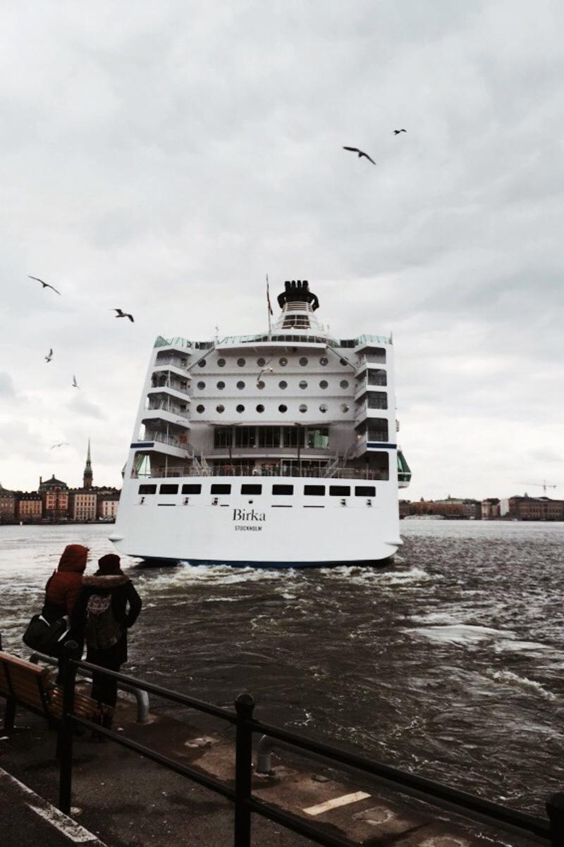 Vinkade hejdå till en båt när jag gick från jobbet på Fotografiska.