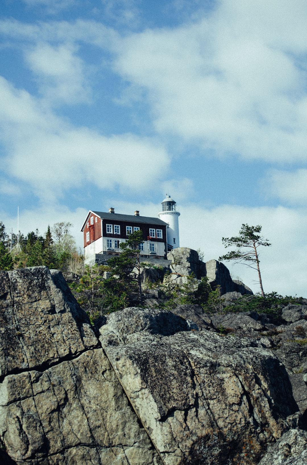 Bo i Högbondens fyr som är ett vandrarhem vid Höga kusten i Norrlands skärgård.