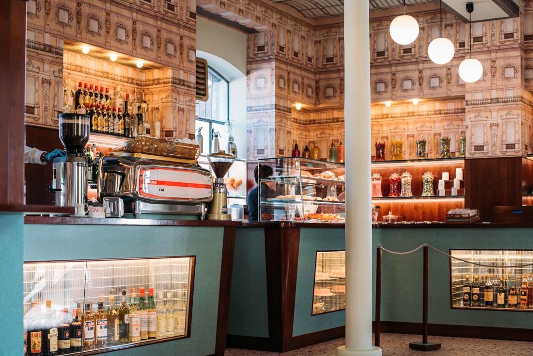 Bar Luce designad av Wes Anderson i Milano cafe och bar guide