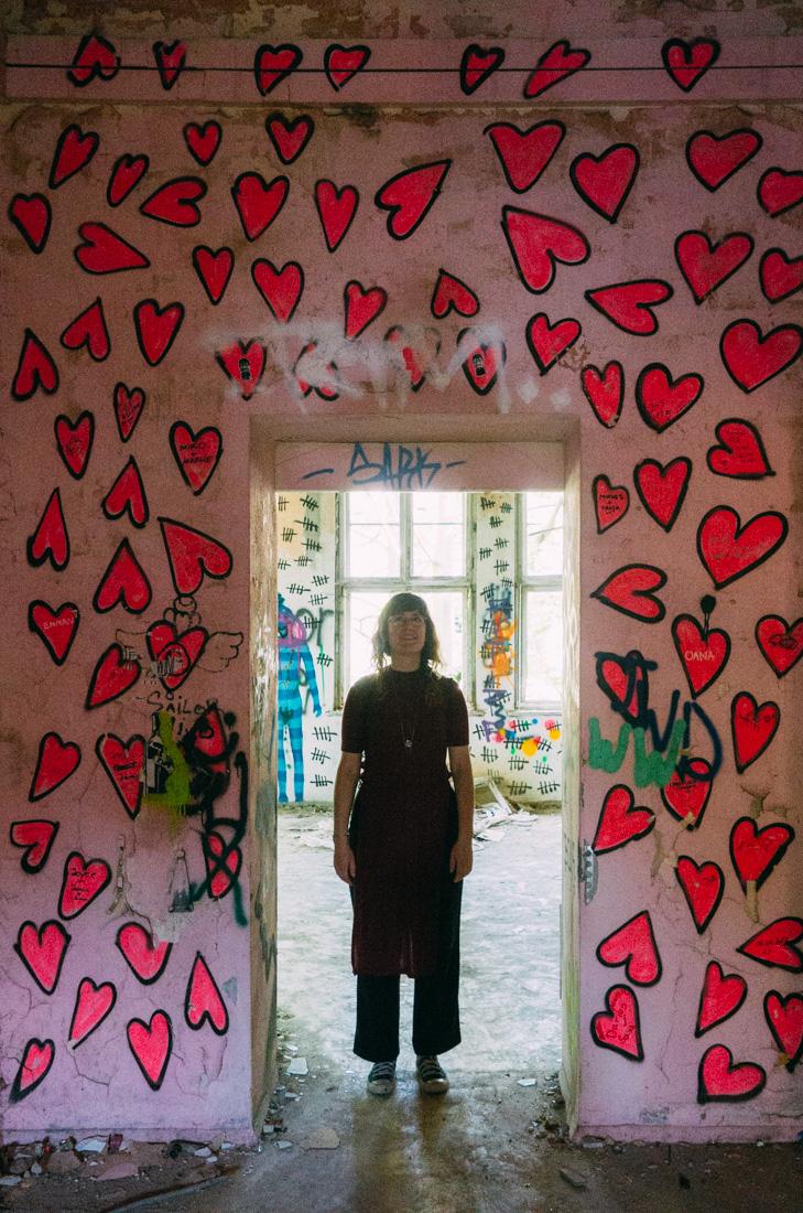 övergivet hus barnsjukhus i Berlin med hjärtan