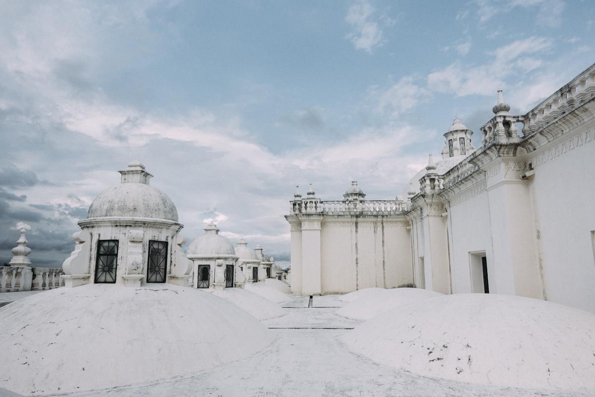 Gå på taket på katedralen I Leon Nicaragua