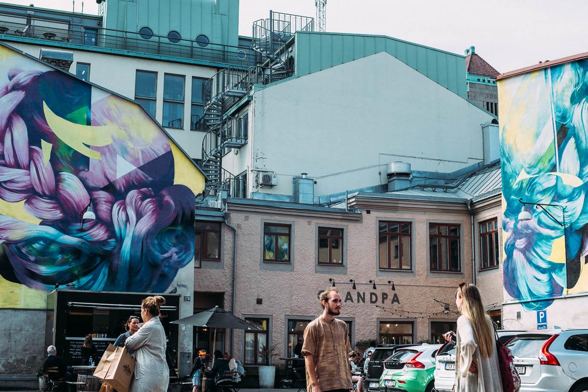 Grandpa och gatukonst på vallgatan i Göteborg