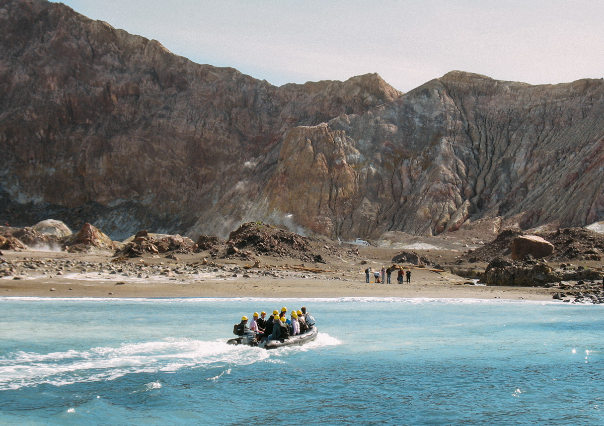 Tips på saker att göra på Nya Zeeland norra ö, besök den aktiva vulkanen White island och se delfiner från båten.