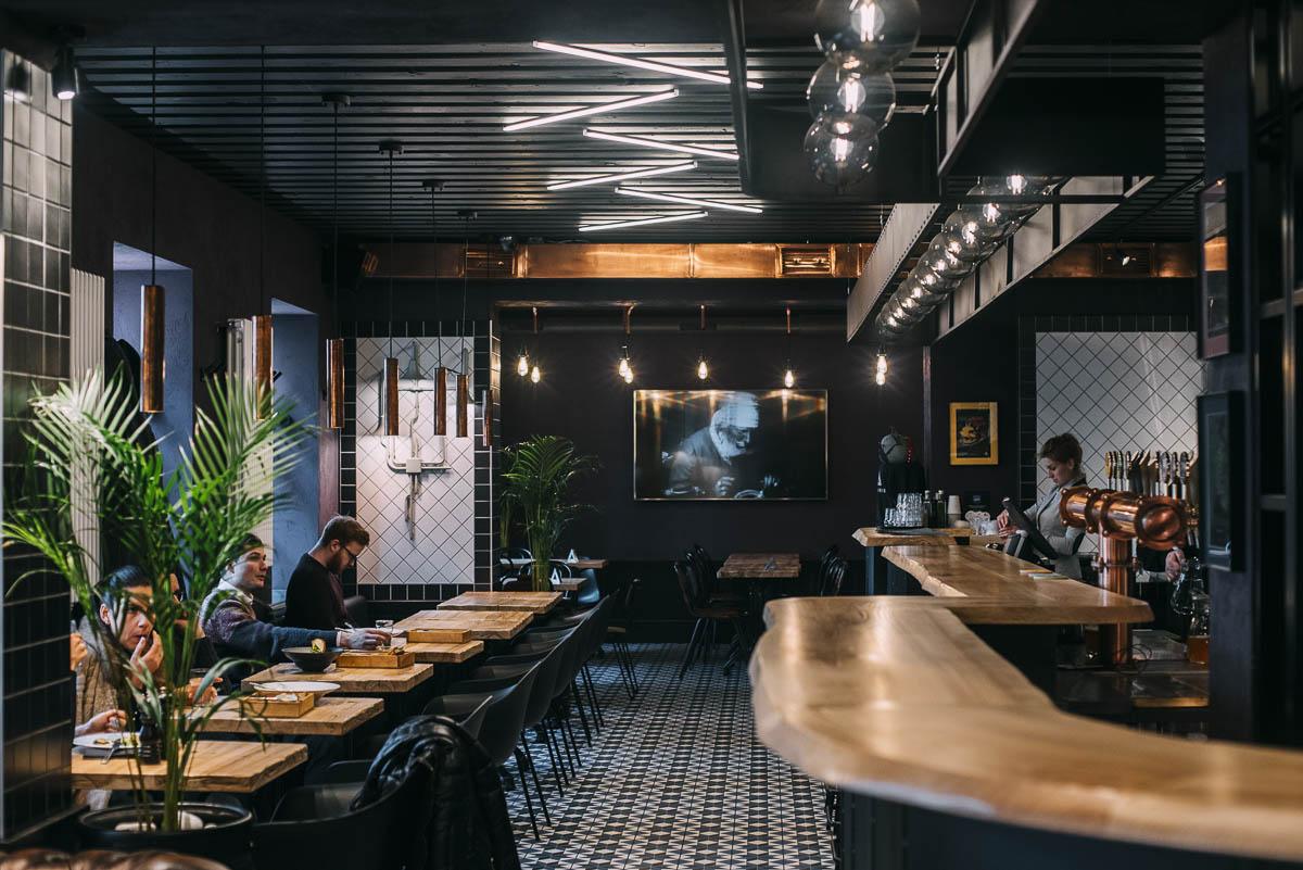 ölprovning på Alkimikis - en guide till Rigas second hand och vegetariska restauranger