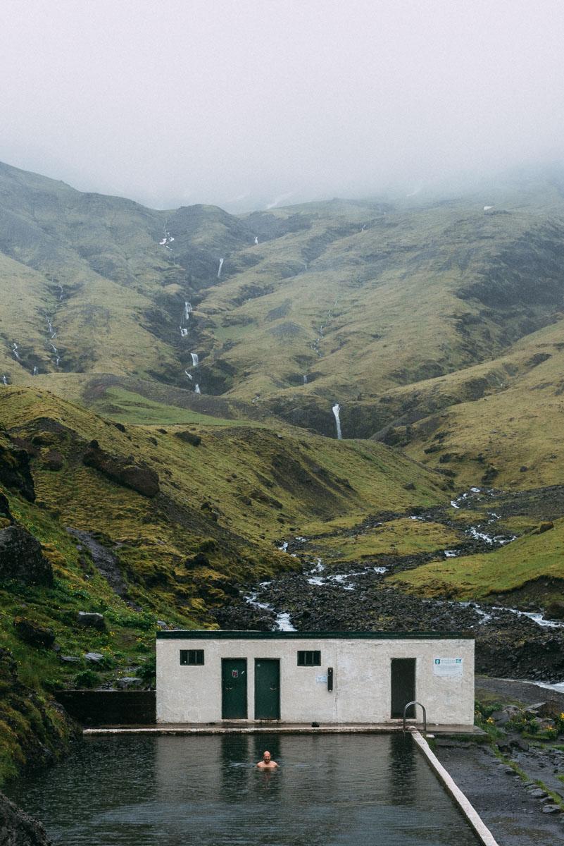 4 saker att se och göra på södra Island - bada i den varma källan Seljavallalaug