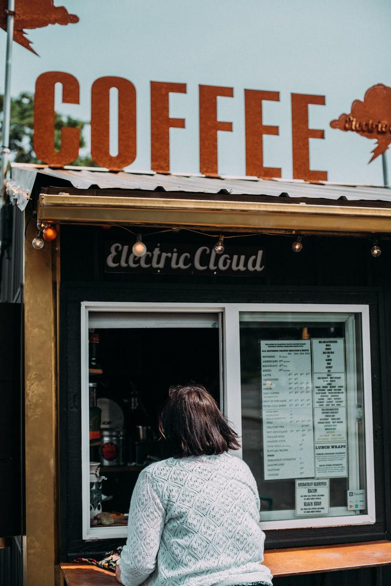 kaffe på electric cloud vid fremont bridge