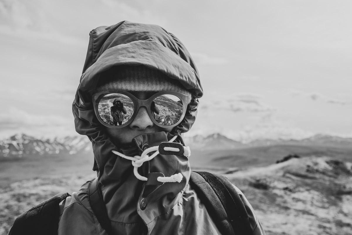 Sofia från Fantasiresor vandrar vandringsleden Savage Alpine trail i Denali national park i Alaska