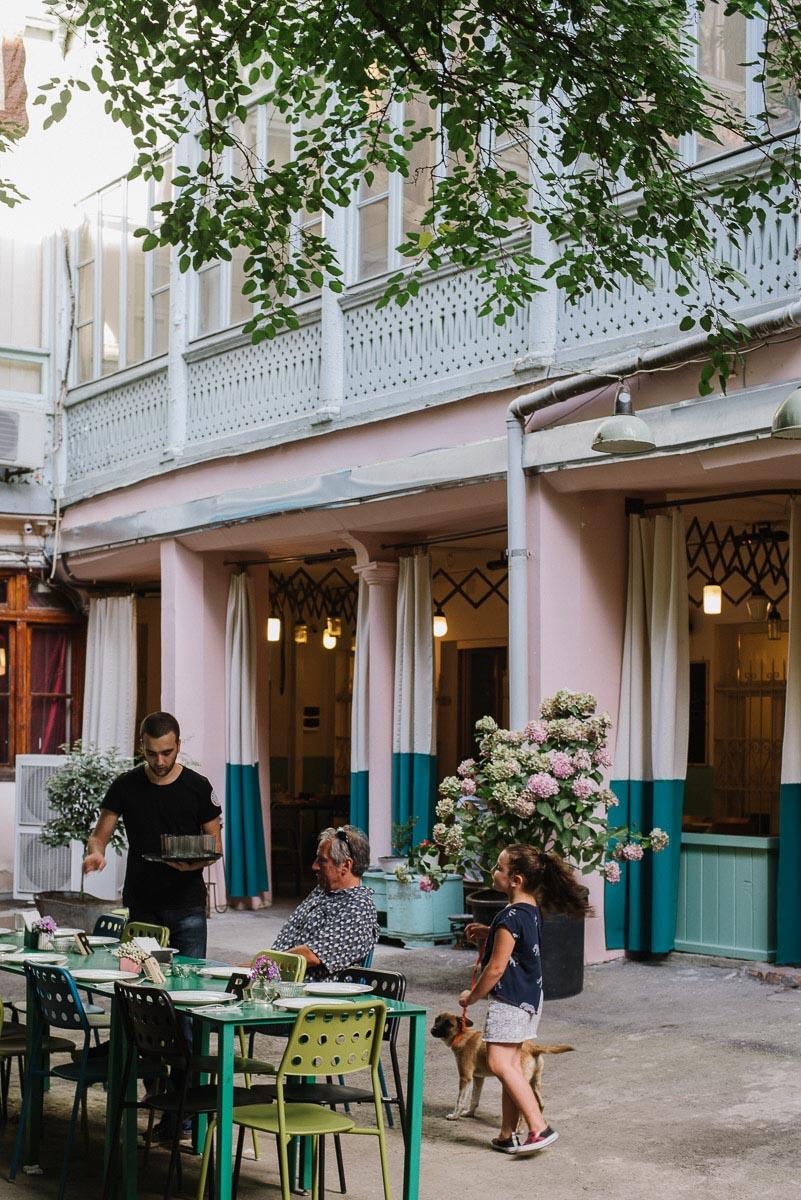 restaurang ezo är ett tips från min guide till bra restauranger och barer i Tbilisi