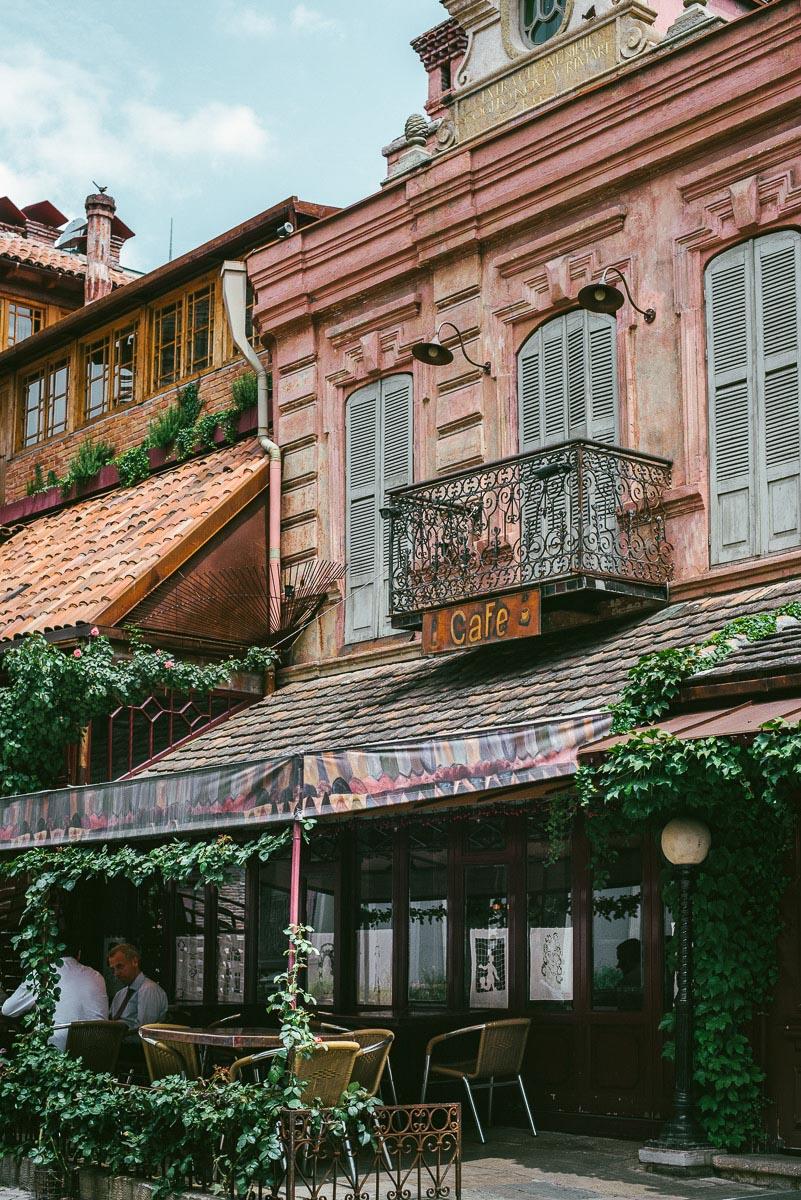 Gabriadze cafe är ett tips från min guide till bra restauranger och barer i Tbilisi