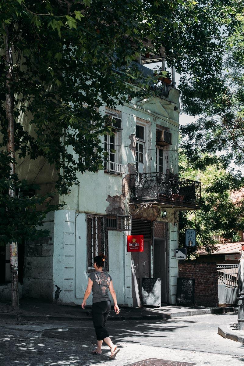Cafe le toit är ett tips från min guide till bra restauranger och barer i Tbilisi
