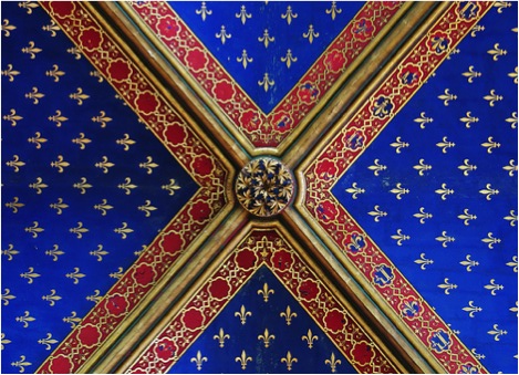 Fusion of heraldic imagery into the ceiling decoration