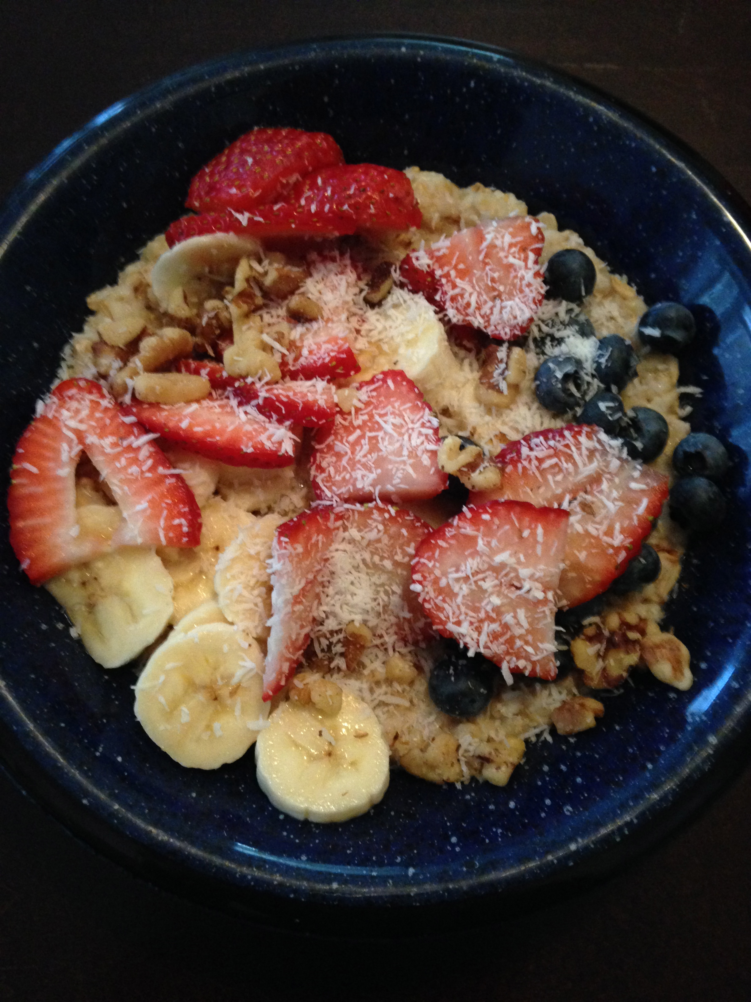 Toppings: 1/2 Tbsp unsweetened shredded coconut flakes, 1/2 sliced banana, 3 strawberries, 2 Tbsp crushed walnuts, 1/4 cup blueberries