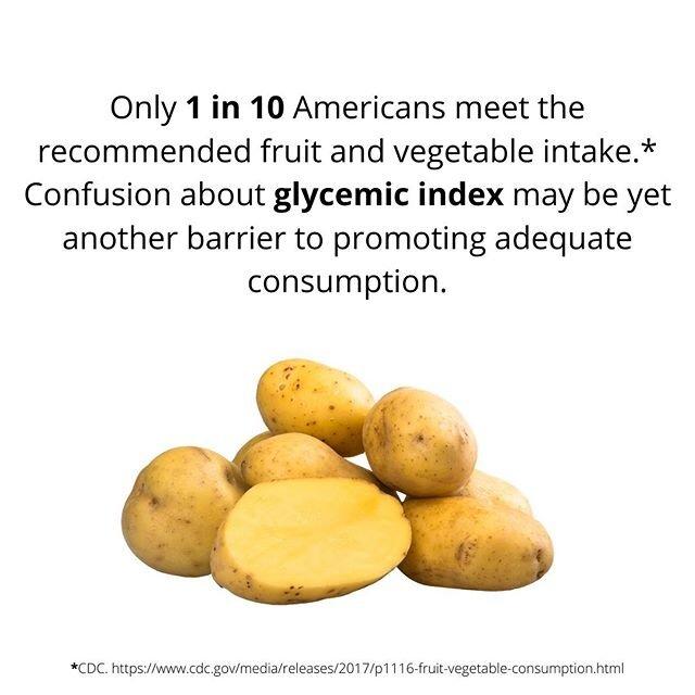 我有时听到人们对一些水果和蔬菜的血糖指数(GI)表示担忧(GI根据碳水化合物对血糖的影响程度对含碳水化合物的食物进行排序)。只有9%的美国成年人达到建议的每日蔬菜摄入量(2-3杯),只有12%达到建议的水果摄入量(1.5-2杯),GI可能是促进适当消费的另一个障碍。我写了一篇博客文章,澄清了关于血糖指数的困惑。它是什么,如何实现;它的不足之处,以及它今天在临床实践中的应用#linkinbio的一些亮点:️ 特定食物对血糖的影响取决于个人,具体是什么;它们都是和食物(如蛋白质、脂肪)一起食用的,甚至可以根据烹调时间、准备和食物的成熟度而有所不同。根据今日的一项调查;由@PotatoGoods赞助的美国营养师,近四分之三(73%)的营养专家报告说他们有