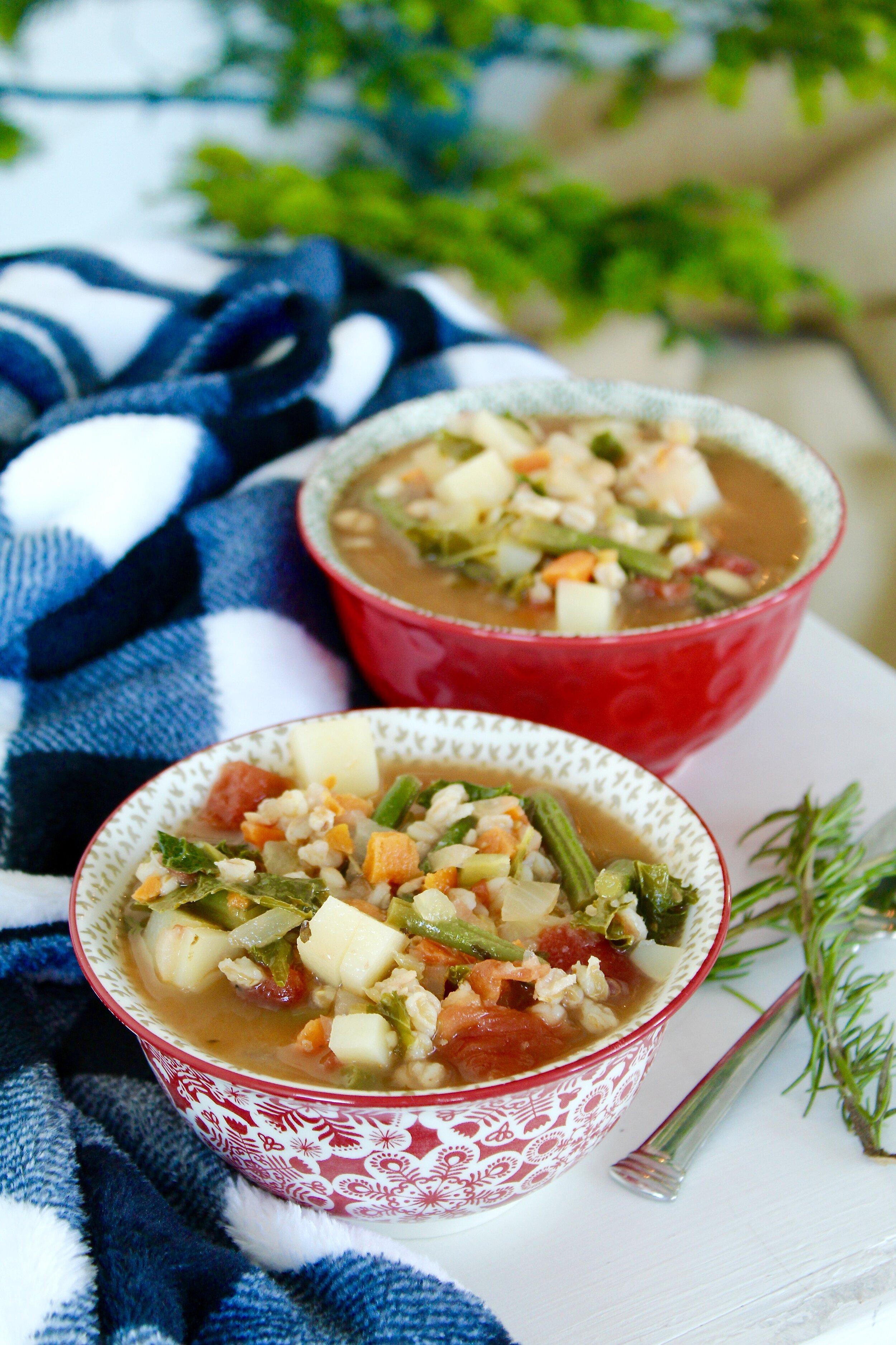 蔬菜通心粉汤与Farro