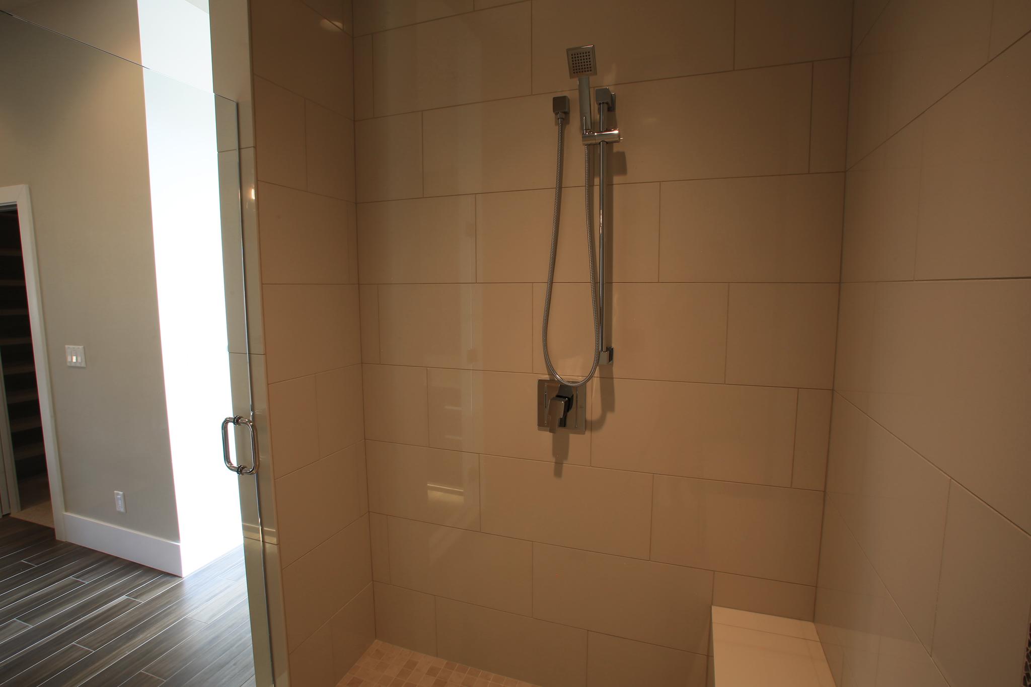 Master Shower 3282.jpg
