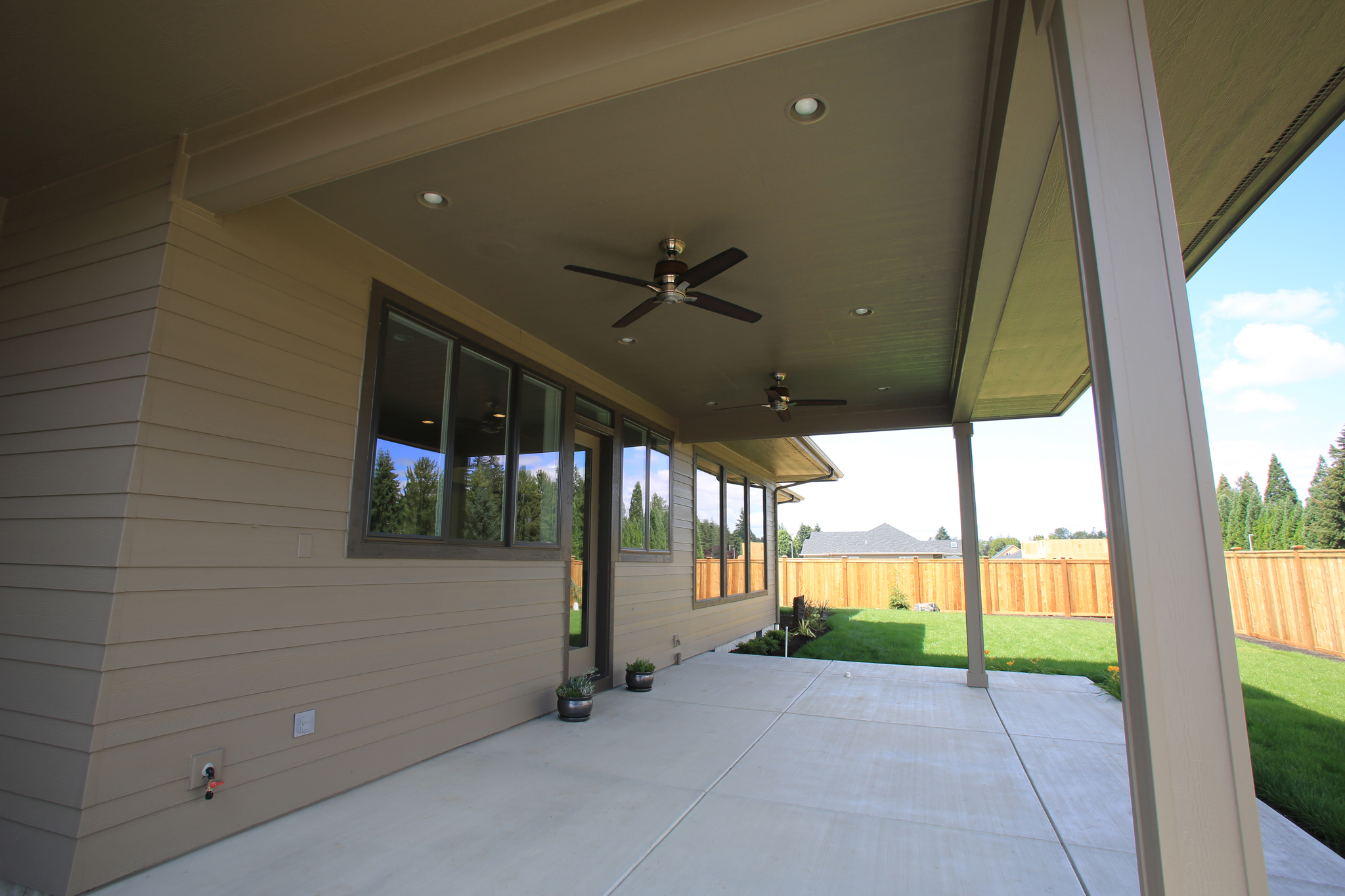 Covered Porch 3388.jpg