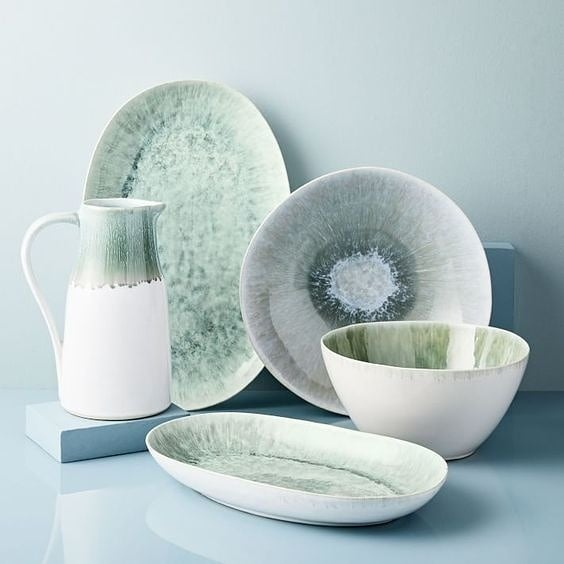 Tip of the day: Are you ready to set the table this Easter weekend? A casual gathering can look amazing with some statement dinnerware. We're loving this classic celedon sage color to use instead of basic white. ♥️🐣🐰