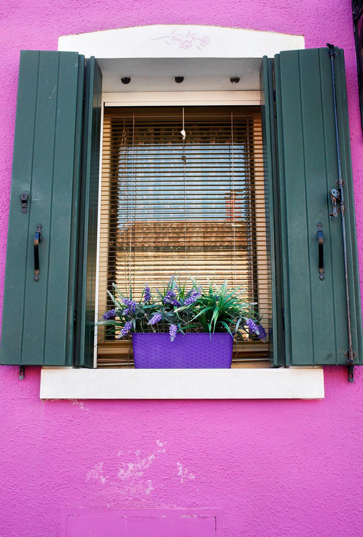 Lavender walls in Burano, Italy | Freckle & Fair