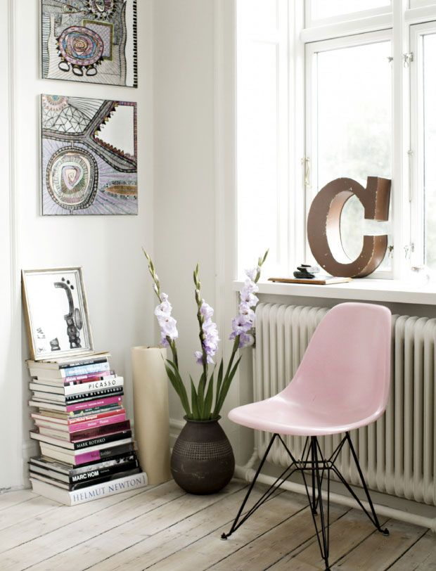 Pastel pink molded chair via Keltainen Talo Rannalla | Freckle & Fair