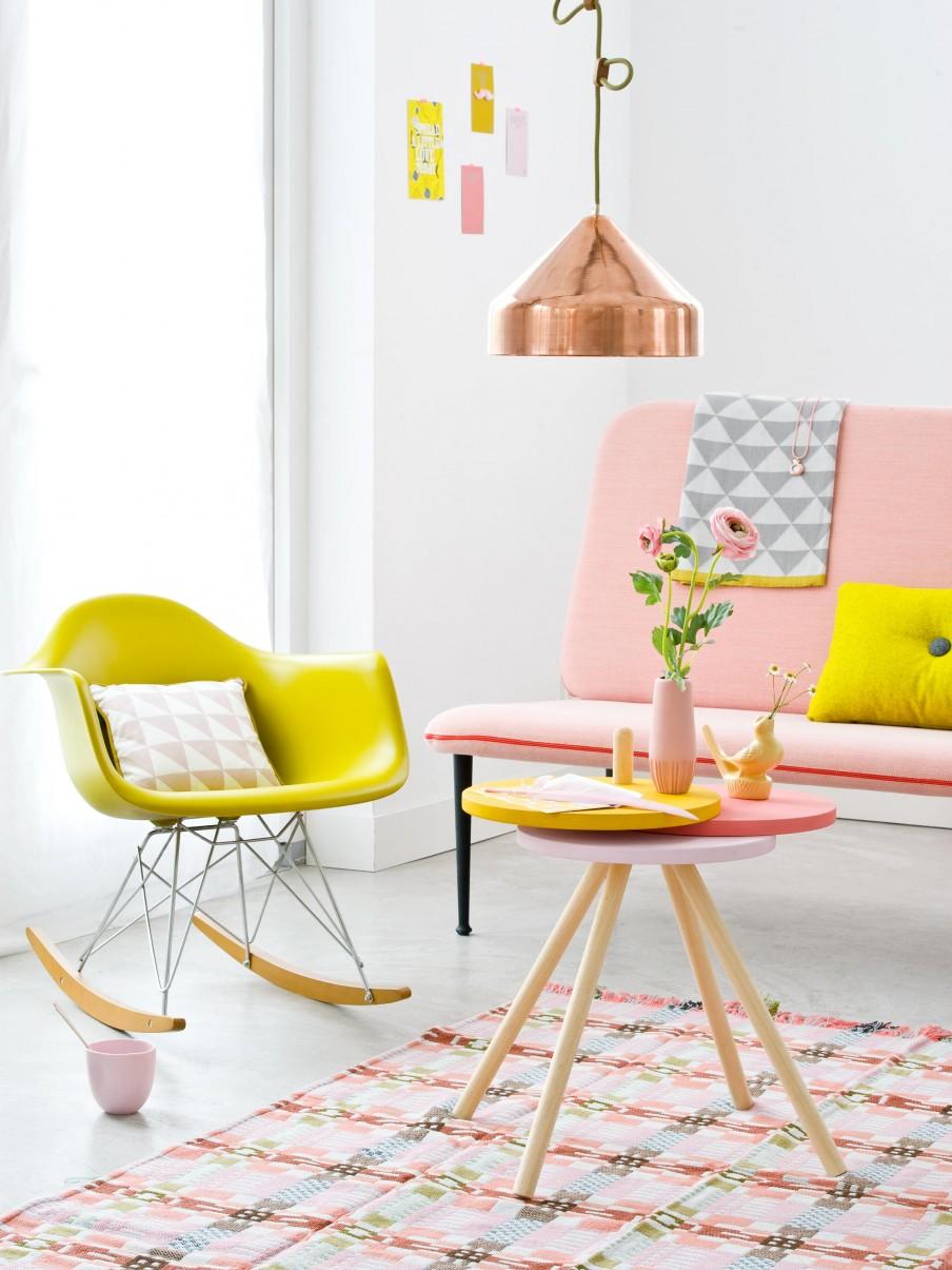 Pastel pink couch via vtwonen | Freckle & Fair