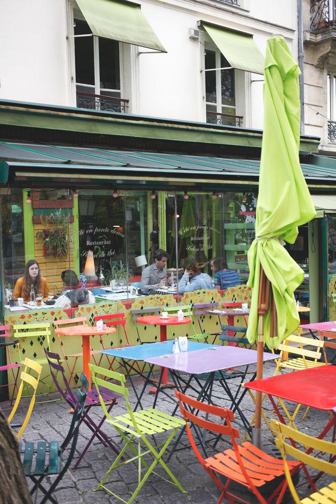 Bistro in Montmartre in Paris | Freckle & Fair