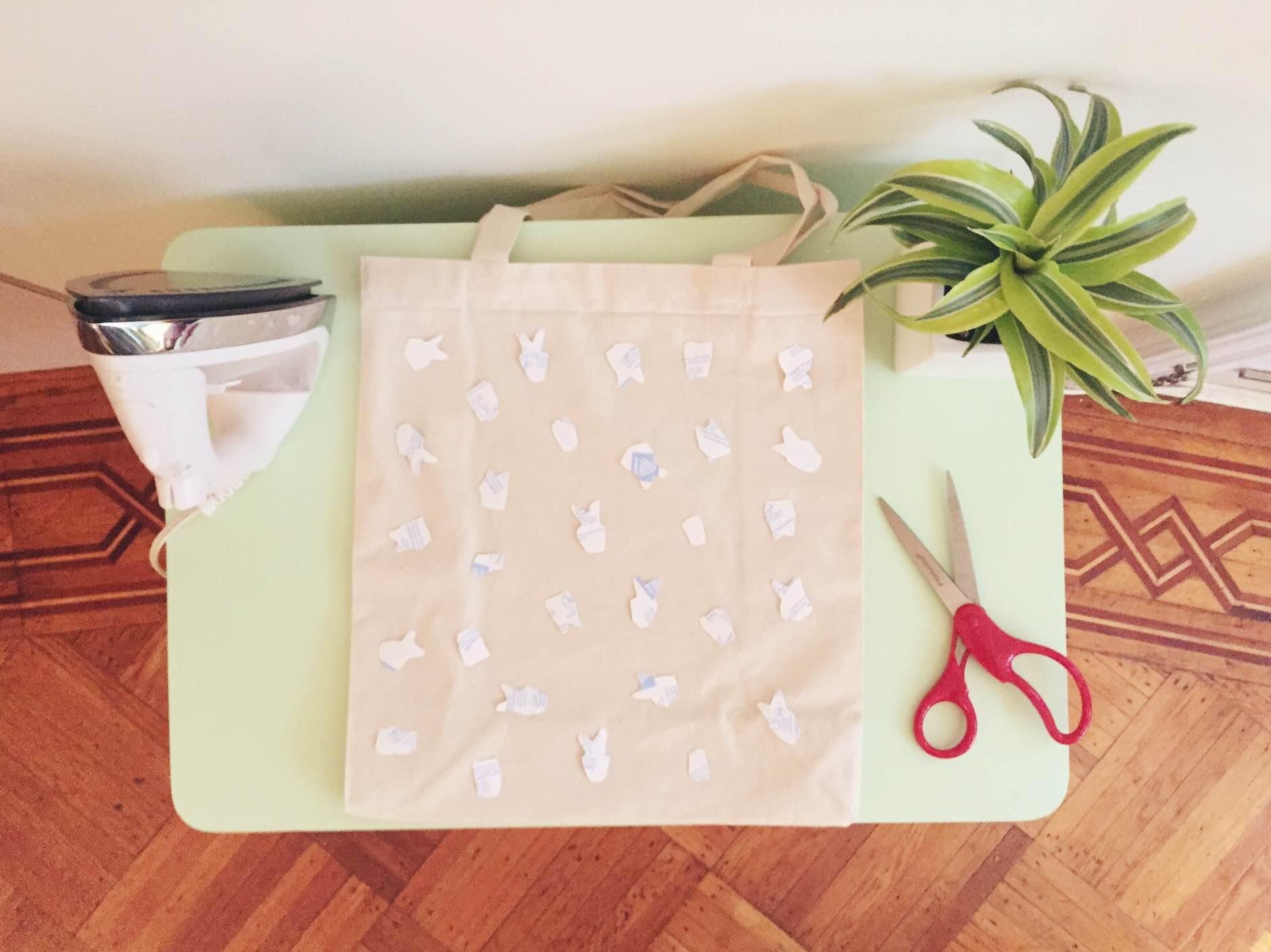 DIY MIdcentury Modern Chairs Tote | Freckle & Fair