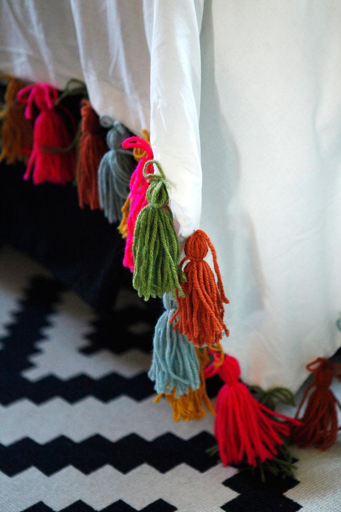 DIY boho yarn tassel duvet blanket   www.freckleandfair.com