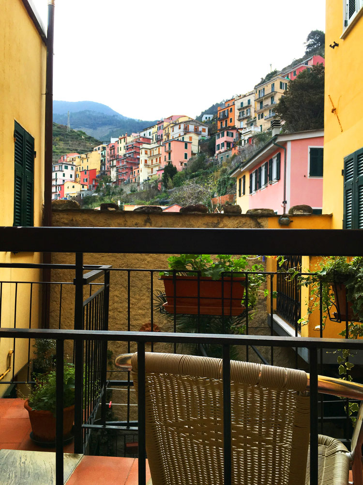 Manarola in Cinque Terre, Italy | freckleandfair.com